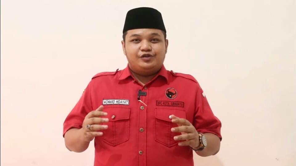 Kader Banteng Surabaya Bagikan Masker dan Vitamin dari Pintu ke Pintu