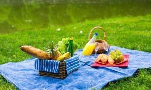 Mau Piknik di Rumah? Siapkan Empat Hal Ini