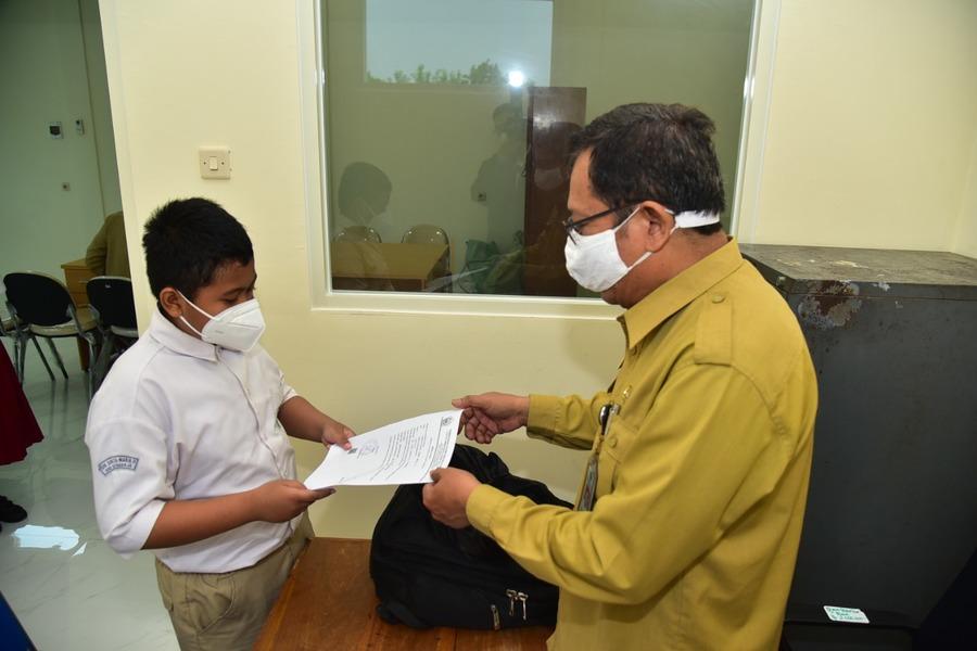 Calon Peserta Didik Baru Penghafal Kitab Suci di Surabaya Mulai Dites
