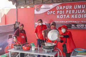 Dirikan Dapur Umum, Banteng Kota Kediri Bagikan 500 Nasi Kotak