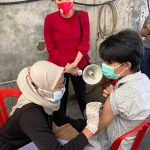 Tidak Hanya Mengawal, Asrhi Rayu Warga untuk Vaksinasi